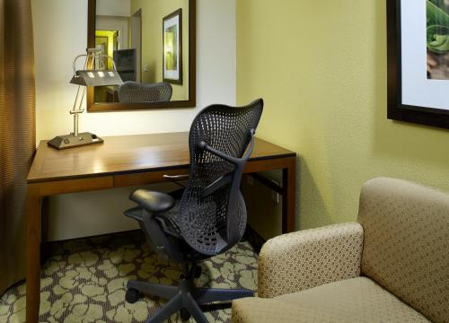 Hilton Garden Inn Roanoke Photo