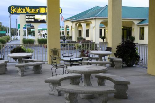 Golden Manor Inn & Suites Photo