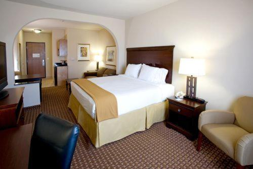 Holiday Inn Express Hotel and Suites Kingsville Photo