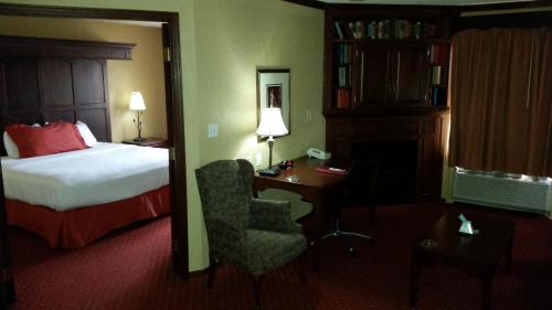 Best Western Cantebury Inn & Suites Photo