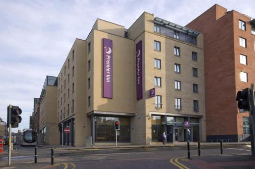 Premier Inn Edinburgh Central photo 4