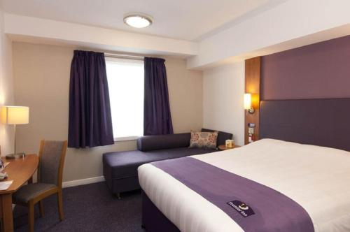 Premier Inn Edinburgh Central photo 17
