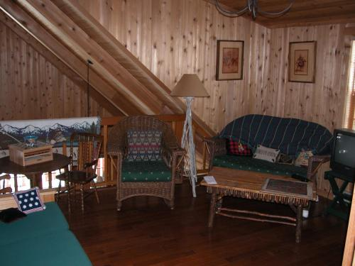 Montana Spirit Guest Lodge Photo