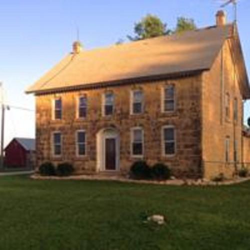 Tallgrass Lodge Bed And Breakfast
