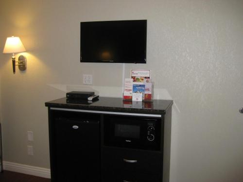 Super 8 Motel - Inglewood/Airport-LAX - Inglewood, CA 90304