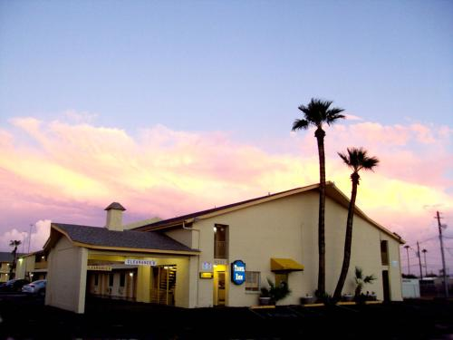 Travel Inn Phoenix Photo