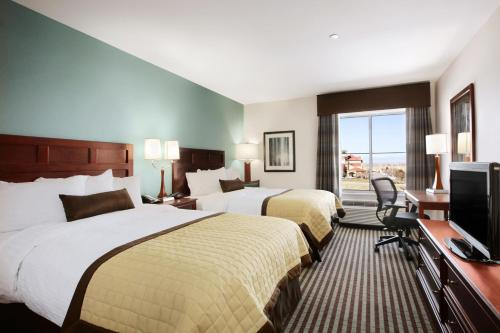 Baymont Inn and Suites Denver International Airport Photo