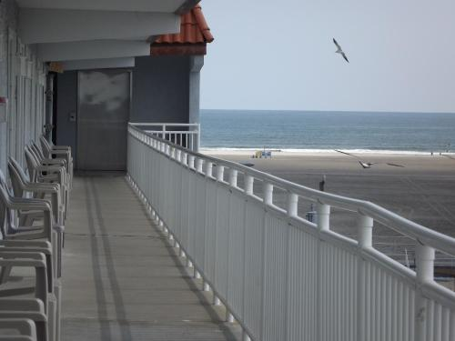 Days Inn Suites Wildwood Photo