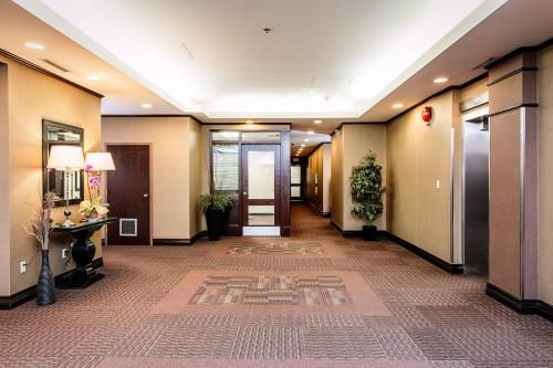 Campus Tower Suite Hotel Photo
