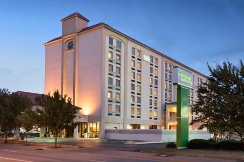 Wyndham Garden Wichita Downtown Photo