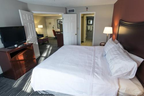 Homewood Suites by Hilton Savannah Photo