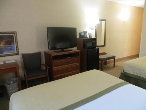 Baymont Inn & Suites Indianapolis West photo 19