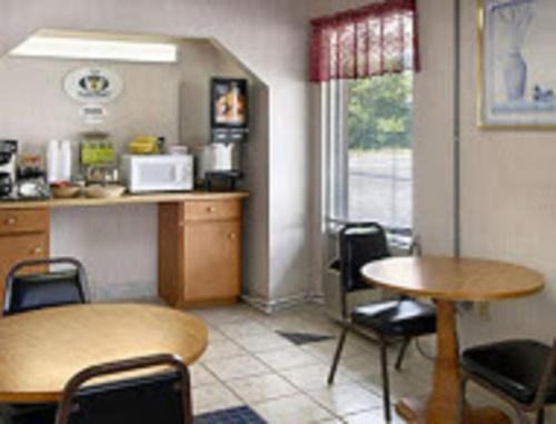 Town and Country Inn Suites Spindale Photo