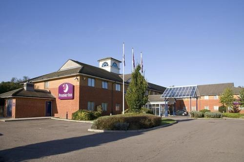 Premier Inn Luton South (M1- J9)