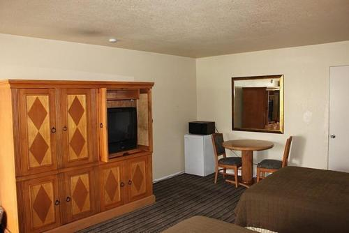 Travel Inn and Suites - Fresno, CA 93728