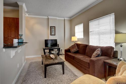 South Western Avenue Apartment by Stay Alfred - Seattle, WA 98001