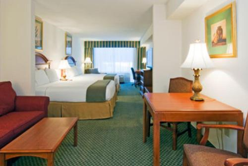 Holiday Inn Express Hotel & Suites Emporia Photo