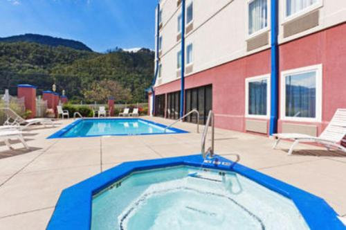 Mountain Inn And Suites – 62033