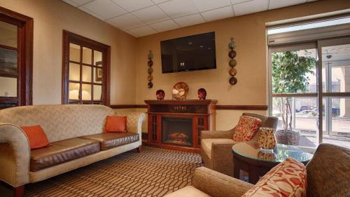 Best Western Plus Bridgeport Inn Photo