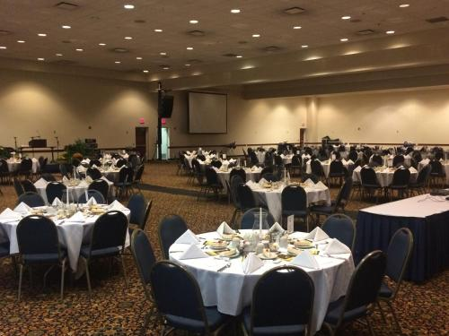 Atrium Hotel And Conference Center - Hutchinson, KS 67501