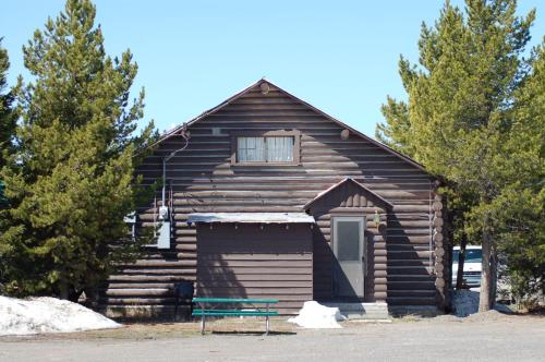 Photo of Yellowstone Economy Hotel Hotel Bed and Breakfast Accommodation in West Yellowstone Montana