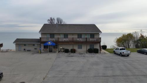 Algoma Beach Motel Photo