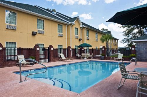 Best Western Plus Bradbury Inn and Suites Photo