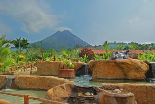 Volcano Lodge & Springs Photo