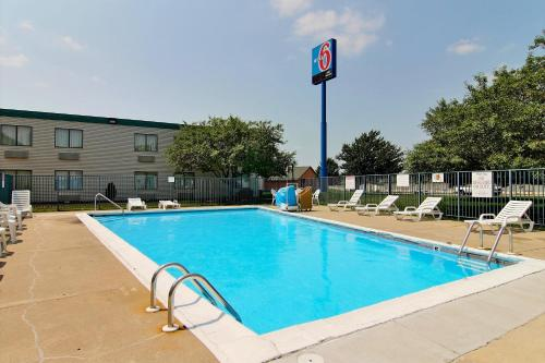 Motel 6 Merrillville Photo