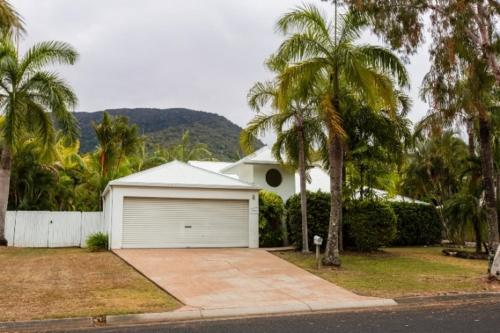 Casa Breeze - Luxury Holiday House Palm Cove Cairns