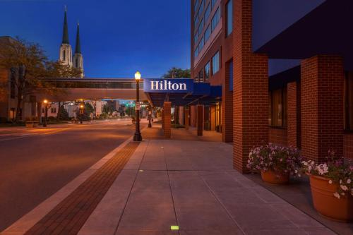 Hilton Fort Wayne at the Grand Wayne Convention Center Photo