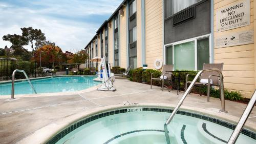 Best Western PLUS Heritage Inn - Benicia Photo