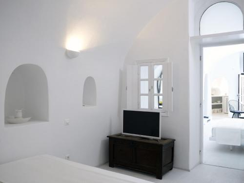 1864 The Sea Captain's House, Santorini, Greece, picture 15