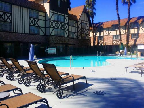 Anaheim Majestic Garden Hotel Photo