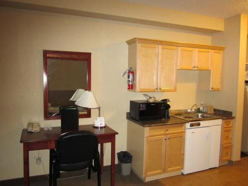 Lakeview Inn & Suites - Fort Nelson Photo