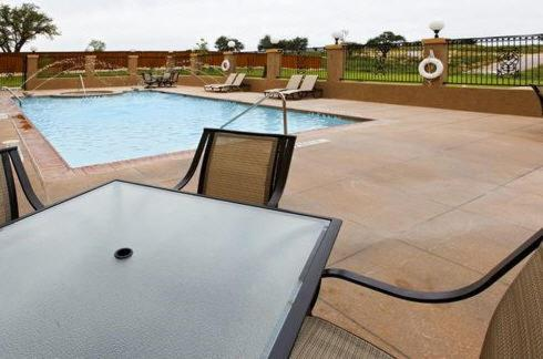 Holiday Inn Express & Suites Glen Rose Photo