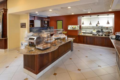 Hilton Garden Inn Raleigh Triangle Town Center Photo
