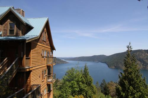 Moon Water Lodge - фото 0