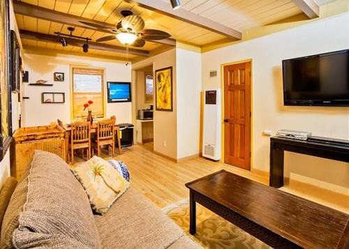Tropical Hideaway One Bedroom Cottage Photo