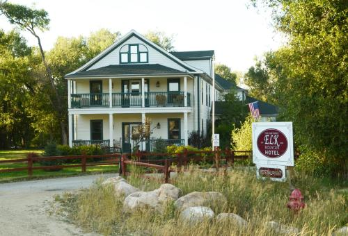 The Historic Elk Mountain Hotel Photo