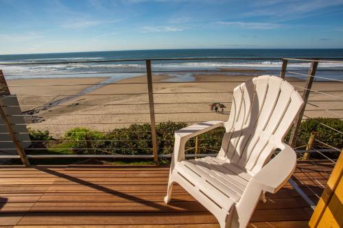 Pelican Shores Inn In Lincoln City Or Swimming Pool