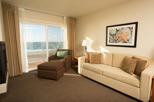 Pelican Shores Inn Photo