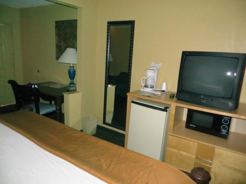 Travelodge Suites East Gate Orange Photo