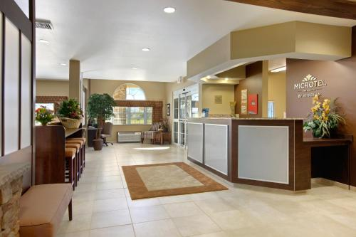 Microtel Inn & Suites by Wyndham Buckhannon Photo