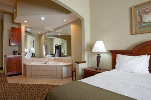 Holiday Inn Express Hotel & Suites Albemarle Photo