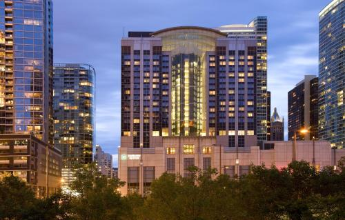 Embassy Suites Chicago Downtown Magnificent Mile photo 9