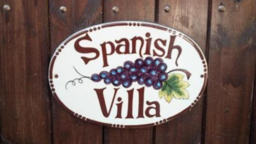 Spanish Villa Inn Photo