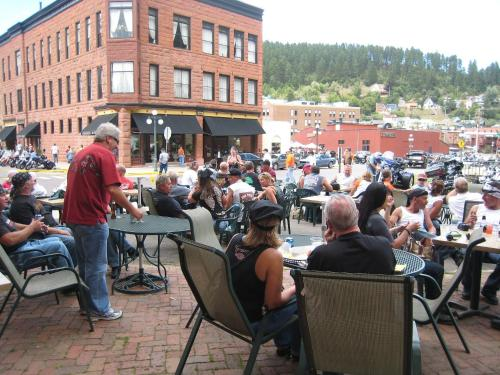 Deadwood Dick's Hotel Photo
