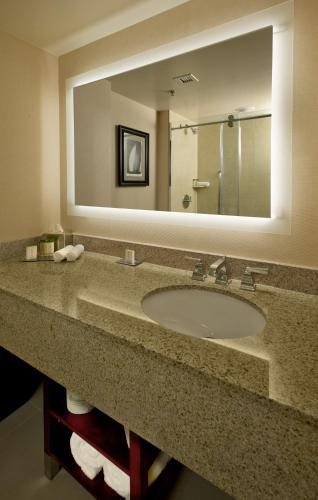 Doubletree Boston North Shore Danvers Photo