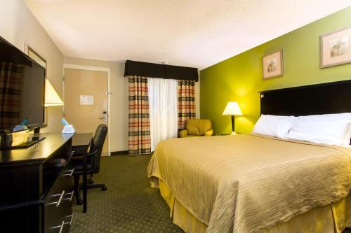 Quality Inn & Suites Moline - Quad Cities Photo
